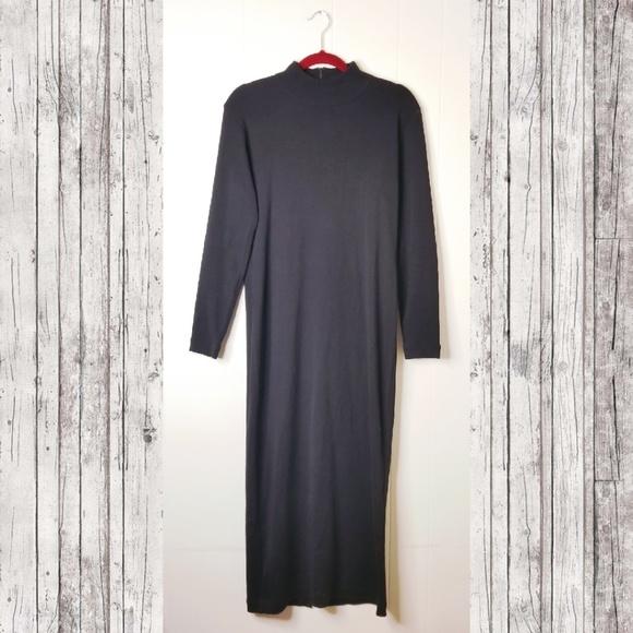 Maggy London Dresses & Skirts - Maggy London Mock Turtleneck Sweater Bodycon Dress
